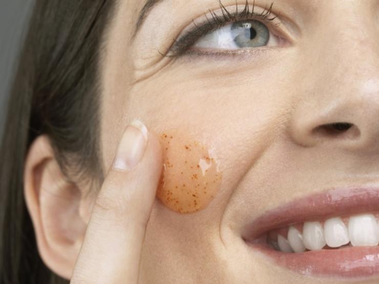 facial-scrub-exfoliate